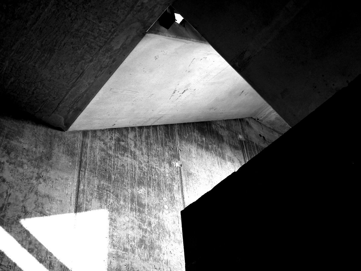 nb_brutalistic-stairs